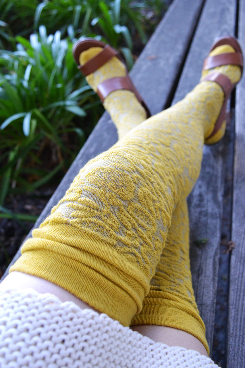 Petal Path Over-the-Knee Socks geel-grijs tabbisocks