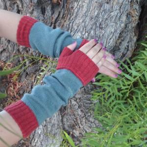 Color Block Arm Warmers dusty blue/brick tabbisocks