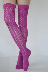 Crochet Over The Knee magenta tabbisocks